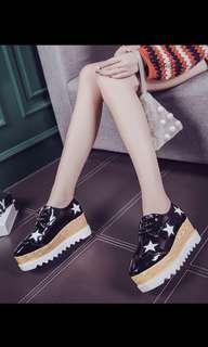🚚 韓版星星鬆糕鞋黑色