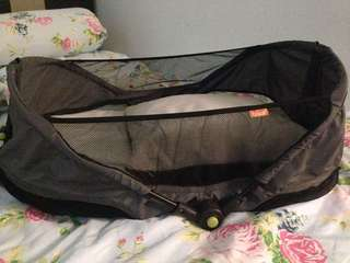 Portable sleeping cot for baby