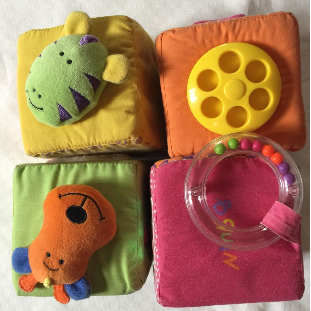 4pcs Plush Foam Cube Rattle Bell Toy Building Block for Baby Infant Toddler Kid