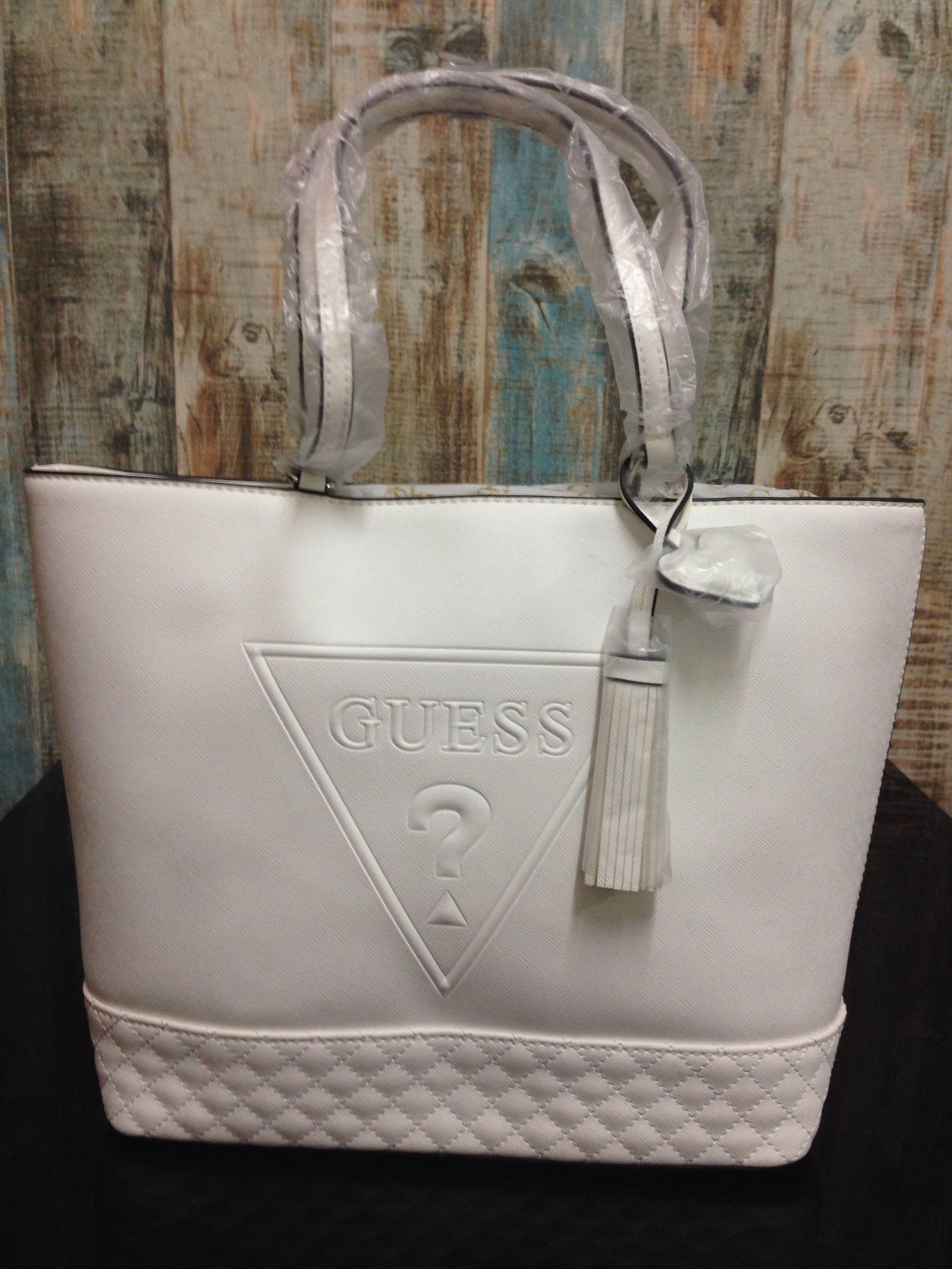 c153df096ee AUTHENTIC GUESS Baldwin Park Carryall bag