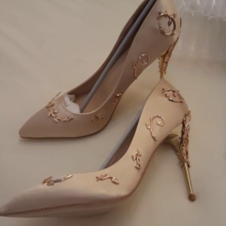🌸Gold floral printed heels