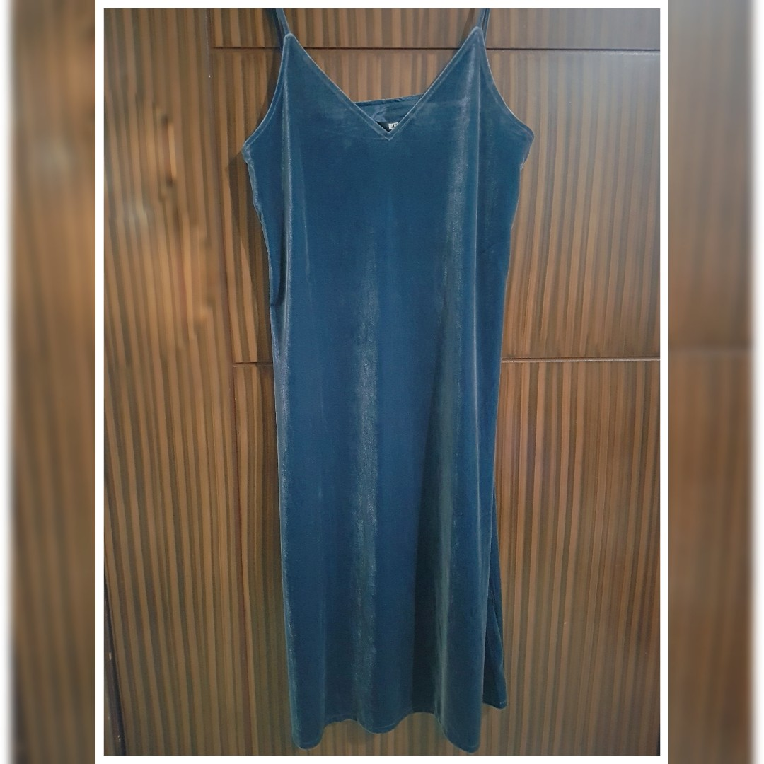 5f910c0273e6 UNIQLO Velour Camisole Dress, Women's Fashion, Clothes, Dresses ...
