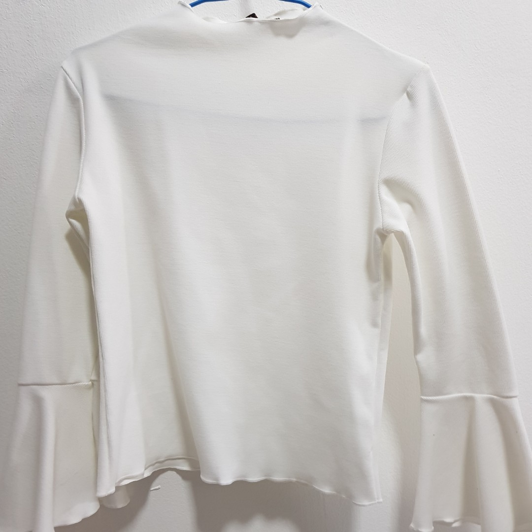 8710607f0eed8f White Bell Sleeve Crop Top, Women's Fashion, Clothes, Tops on Carousell