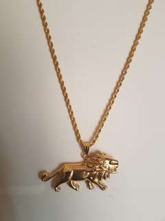 Pendant lion necklace