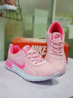 👉 NIKE PINKWHITE � P700only (with box) 👉 sizes for her: 36,37,38,39,40 👉 High Quality Made in Vietnam