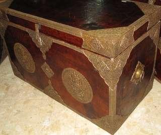明代 清代 獸皮鑲銅 八吉祥  西藏箱