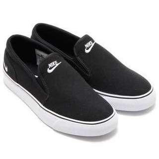 Nike Toki size 8 25cm