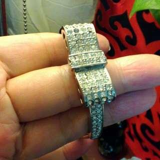 古收藏手環。只是飾品飾品不是珠寶哦~哈。只賣1000。