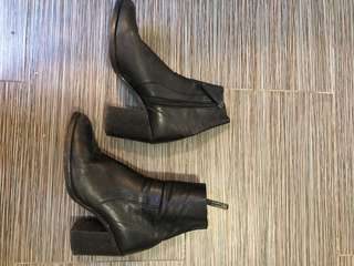 Black Leather Sock Boot w Heel size 9