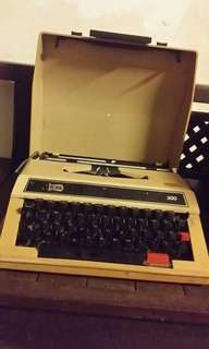 ANTIKS TYPEWRITTER FOR SALE