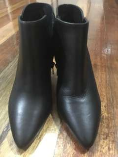 Minelli original boots good as new