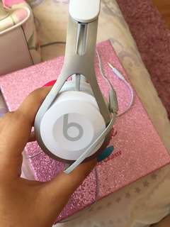 BEATS HEADPHONES - WHITE