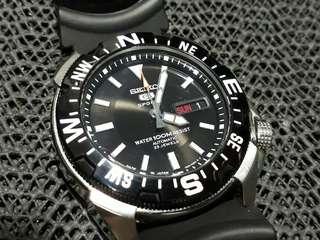 Seiko 5 Sports SNZE81J2 automatic sports watch