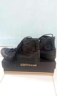 Converse all in black