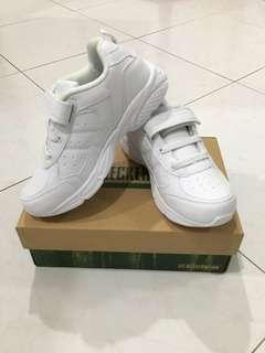 Neckeamann school shoes size 34