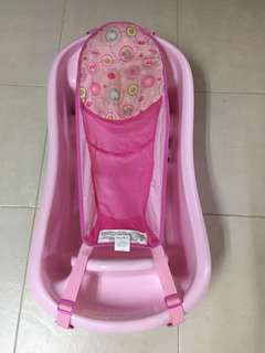 Bathtub for baby girl