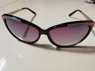 REPRICED BARGAIN Guess sunny authentic SALE!!!