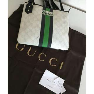 GUCCI 239347 COATED MESSENGER WITH BLACK/GREEN AND STRIPE CROSS BODY BAG