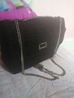 Tas kecil hitam