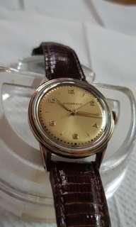 罕有古董錶(MOVADO)武華度,經典(2,4,6,8)字面(BOY庒)K金錶圈,上鏈,約4,5O年代,機件正常(已抹油)售:2萬元。