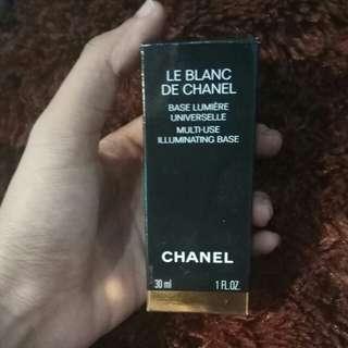 Chanel le blanc illuminating base