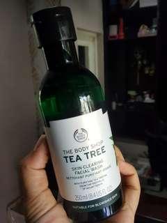 Facial wash / cleanser tea tree