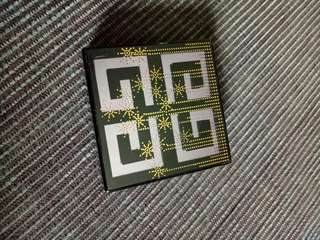 Aunthentic compact powder Givenchy