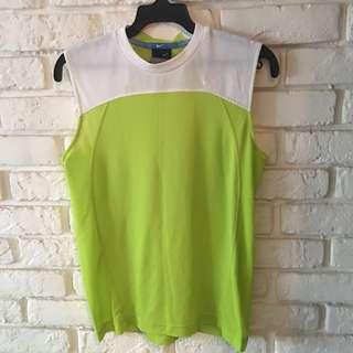 Nike 吸濕排汗透氣背心。適140-150cm