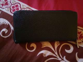 Black dompet woman