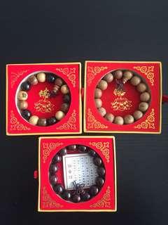 红香,沉香和蜜沉红木佛珠手链