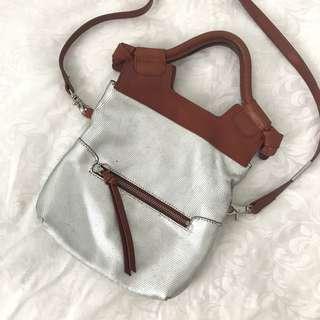 Multistyle crossbody clutch bag