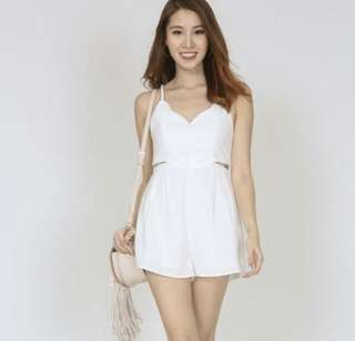 MDS COLLECTIONS WHITE SCALLOP CUT OUT ROMPER IN WHITE IN SIZE XS