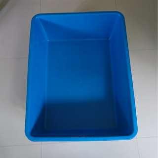 2 feet blue tub