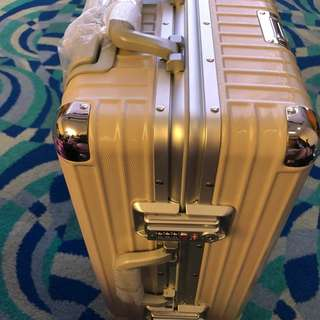 Arbutus suitcase