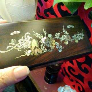 收藏黑壇木崁珠貝。小置物盒。如圖
