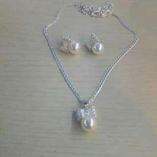 Silver Pearl Set