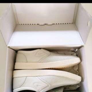 Brand New Tretorn Leather Slip-on Sneakers