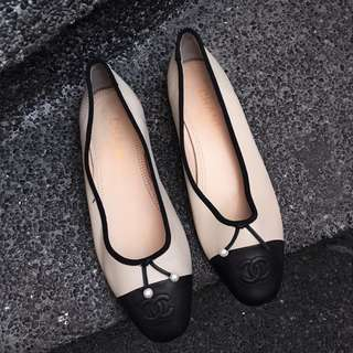 Auth CHANEL ballerina flats with pearls