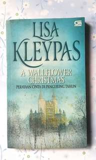 Novel by Lisa Kleypas - A Wallflower Christmas