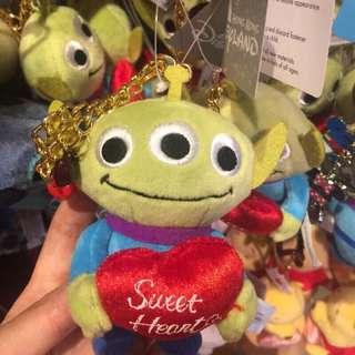 香港迪士尼代購三眼怪抱愛心吊飾娃娃