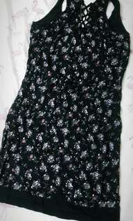 黑色碎花裙