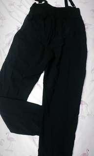 黑色好搭吊帶褲