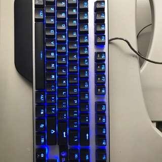 Keyboar gaming Sades karambit