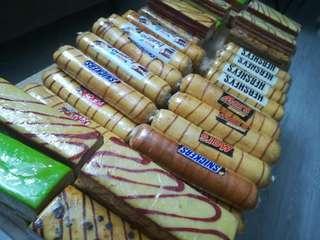 rollcakes / layer cakes sarawak. from kajang. cod available area bangi,kajang,putrajaya , rm20.00 each, postage add rm10.00