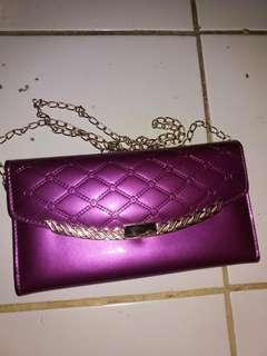 Tas selempang warna ungu