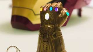 HOT & RARE! *Pre Order* Marvel Avengers Infinity War Infinity Gauntlet Key Chain With Light Up features!