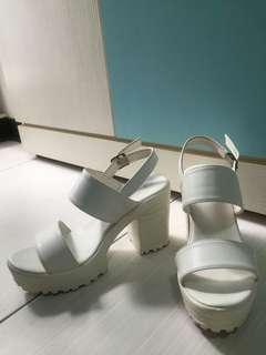 24號白色粗跟鞋