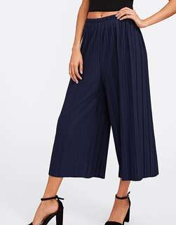 WIDE LEG PLEATED PANTS IN SIZE LARGE