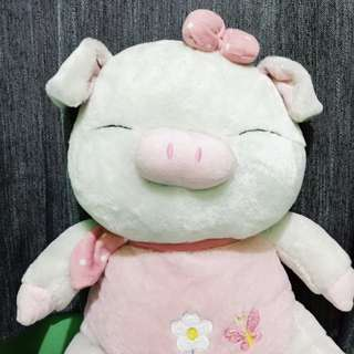 Pig stuffed toy