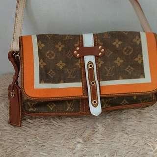 lv shoulder bag very nice